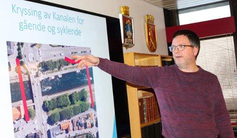 Skissene: - Dette er skissene for to alternativer for sykkebru over Kanlen, forklarte Finn Gulbrandsen.