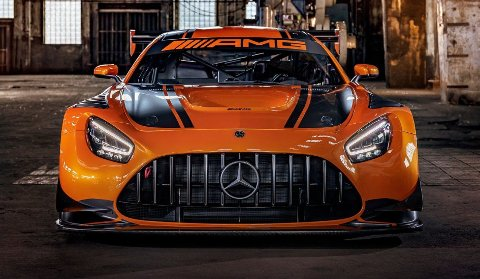 Vi vet allerede at nykommeren får samme grill som denne (AMG GT3).
