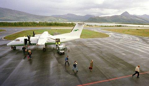 Dash 8 lander på Sørkjosen Lufthavn.Nordreisa  Foto: Ola Solvang