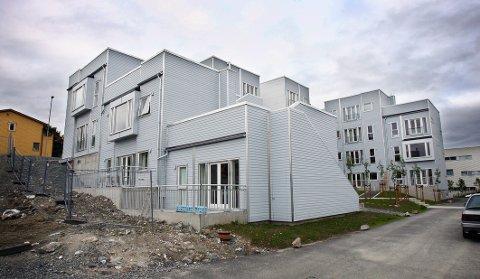 LEKKASJE: Beboerne i U2-blokkene på Strandkanten i Tromsø har slitt med vannlekkasjer i det ene trappehuset. Det endte i søksmål mot utbygger Nor Bygg.
