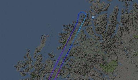 U-SVING: Data fra flynettstedet Flightradar24 viser hvordan flyet gjorde helomvending.