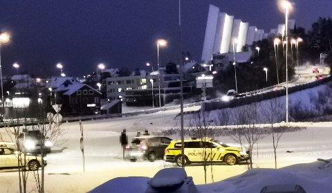 Her er politiet på plass i Tromsdalen. Foto: Nordlys-tipser