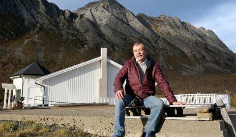 NYTT: Lars Danielsen har fjernet den gamle skolen og bygger et ganske spesielt overnattingssted.
