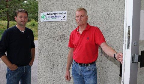 TUNG DAG:  – Det sier seg selv at det er en tung dag både for oss og kommunen, sier mottaksleder Even Lynne, til høyre, her sammen med ordfører Ørjan Bue.