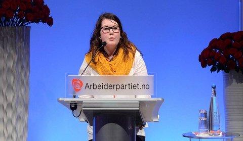 AP-EXIT: Kaja Haugseth fra Tynset på talerstolen i tiden hun var aktiv i Ap. Nå har den tidligere AUF-lederen i Hedmark meldt seg inn i Senterpartiet.
