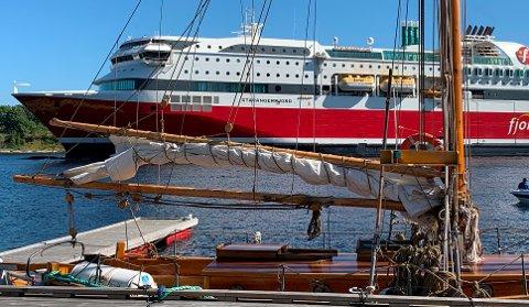Fjord Line går til permitteringer og oppsigelser av opp til 200 ansatte på grunn av store økonomiske tap på grunn av koronapandemien i 2020.