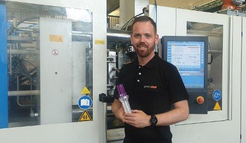 STOLT: Marius Gundersen er stolt av å være med på å produsere et produkt som brukes til noe så viktig.