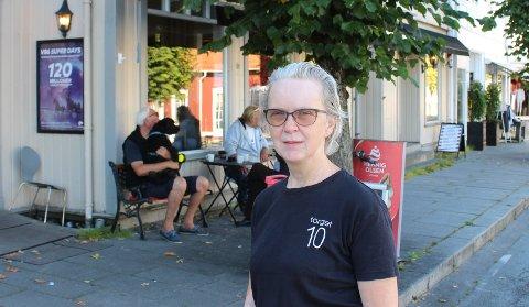 SELGES: Liv Salvesen og søsteren Hege Salvesen har besluttet å selge kiosk- og kafedriften i Torget kafé i Langesund. Virksomheten ligger midt på torget.