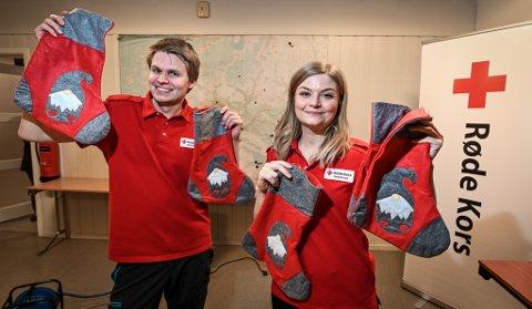 – Det gjør godt for oss som frivillige i Rana Røde Kors å bidra til å gjøre jula litt bedre for noen med Juleaksjonen, sier leder Katrine S. Kristiansen og økonomiansvarlig Ole-Kristian Kaspersen.