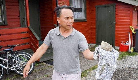 REDDE: Xuan Van Nguyen og familiens hans opplever flere ganger i uka at ungdom oppsøker huset deres og plager dem, blant annet ved å kaste steiner og egg.