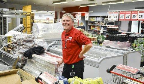 NY HVERDAG: Butikksjef Terje Olsen ser fram til en helt ny hverdag for både ansatte og kunder.