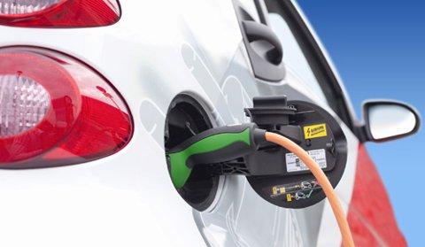 Lading: Elbilene får raskere og raskere lading av batteriene.