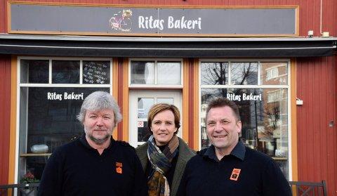 GJENÅPNES: Den tradisjonsrike kafeen i Baker Narum-bygget kan bli gjenåpnet når Jon Gulbrandsen, Jon Ivar Windstad og Kirkens Bymisjon etablerer seg i Hønefoss. Kommunalsjef Christine Myhre Bråthen ser mange muligheter ved et samarbeid.