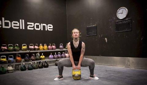Cathrine Flåtten (22) fra Nittedal trener flere ganger i uka for å opprettholde sine kvinnelige former, Hun har brukt to år på å få bakenden større.FOTO: LISBETH LUND ANDRESEN