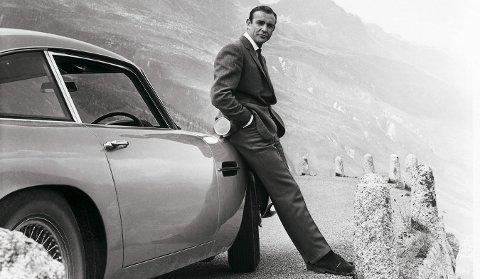 COOL: Nå har svært velstående Aston Martin-kunder muligheten til å kjøpe en eksakt gjenskaping av bilen som ble kjørt av Sean Connery i James Bond-filmen «Goldfinger» i 1964. FOTO: Produsenten