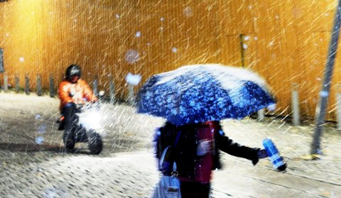 HVITT FRA OVEN: Nedbøren kan bli hvit, natt til lørdag. ARKIVFOTO: Kirvil Håberg Allum