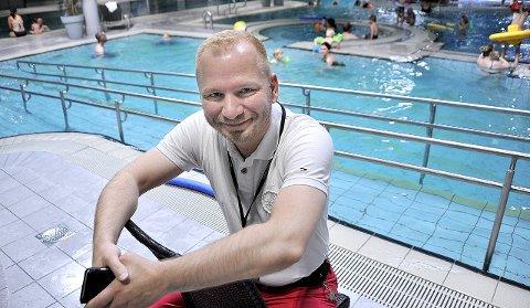 SMILER: Hotelldirektør Richard Paulsen har god grunn til å smile, etter at det denne uken er satt publikumsrekord.