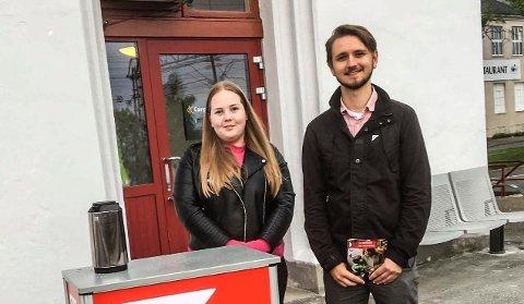Freddy Øvstegård, førstekandidat fra Østfold SV og Emilie Amundrød fra Sarpsborg SV aksjonerte på Sarpsborg stasjon i dag.