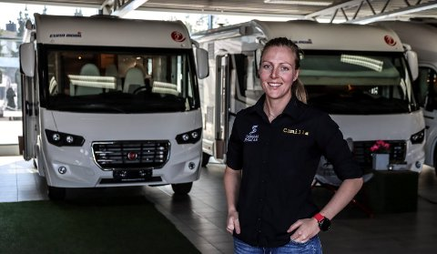 BOBIL-SALGET ØKER: Camilla Erichsen i Stamsaas Fritid forteller om økt bobilsalg denne sommeren.
