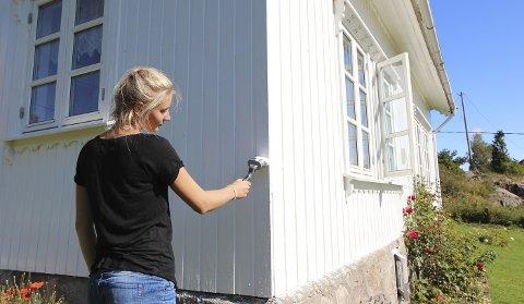 Skal du male en solskinnsdag, bør du unngå å male i direkte sollys.