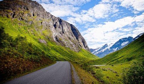 Veien gjennom Norangsdalen er vel verdt en avstikker.