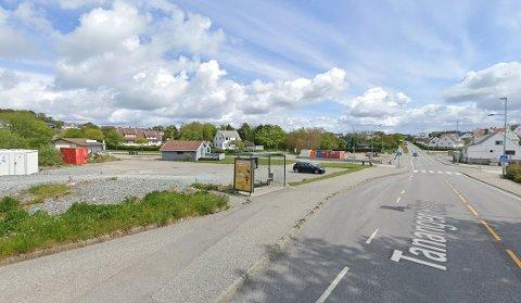 Bussgarasjetomten og Danielsen-tomten der det planlegges torg, aktivitetshus og bolig/forretning.