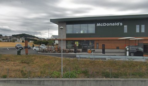 Hurtigladere for elbil skal monteres på parkeringsplassen til McDonalds.