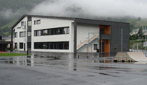 UTVIDING: KF-skolen på Jørpeland har i eksisterende nybygg kapasitet til å huse 200 elever. Eieren av skolebygget har kjøpt naboeiendommen til skolen, noe som gir mulighet til å bygge et nytt skolebygg.