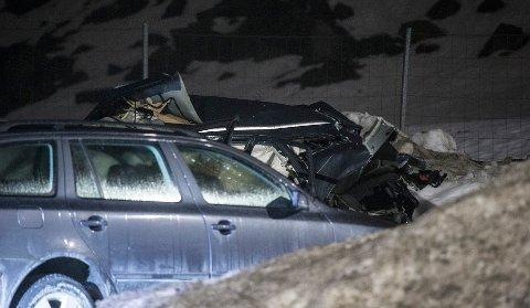 Forlatt bil med store skader funnet på rasteplass på Langangen. Bombeguppa fra Oslo er på stedet. Foto: Trond Reidar Teigen / NTB scanpi