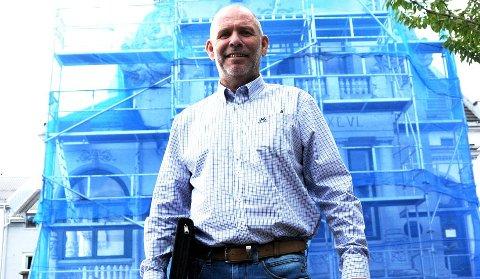 OPTIMIST TROSS ALT: Ole-Thorstein Lerbrekk driver fire bingoer og har 20 ansatte. Han melder om å ha lagt bak seg et turbulent år. - Men jeg er optimist likevel, sier han.