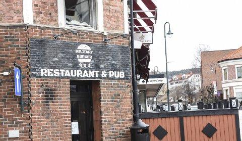 NUMMER TO OG TRE: Military Burger åpnet i Storgata på Notodden i januar 2018. Nå vil de utvide med ny restaurant.