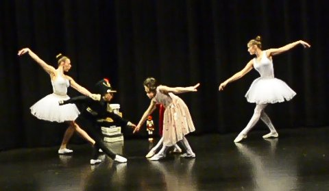 FORESTILLING: Kulturskolens ballettgruppe inviterer til gratis forestilling i Notodden teater onsdag kveld. 26 dansere fra fire til 18 år er på scenen.