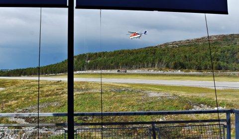 – En mann hadde ringt og vært ufin mot flygelederen. Mannen mente at et helikopter på vei ut til Norskehavet hadde kommet for lavt over eiendommen hans, og sa til flygelederen at han ville skyte ned det neste helikopteret som kom for lavt, sier seksjonsleder Knut Endreseth på politistasjonen i Kristiansund. (Illustrasjonsfoto)