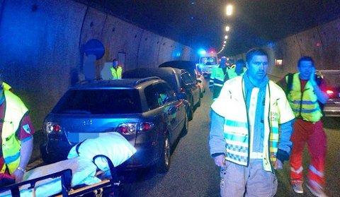 KOLLISJON: Det ble lange køer som følge av kollisjonen i tunnelen.