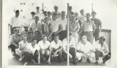 KJENNER DU IGJEN NOEN AV DISSE?: Spør seiler Terje Sandlie fra Hønefoss. Bildet er tatt ombord i M/T Fenborg 17. mai, 1958.