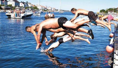 Olsok-tradisjon: Lyngørstafetten ble første gang arrangert i 1970. Dagens versjon er en avkortet utgave av den originale stafetten. Bildet viser starten av Lyngørstafetten i 2008. Arkivfoto