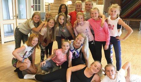 Lærer mye: Lene Wadseth brenner for å kunne gi videre dansegleden hun selv har. Foto: Privat