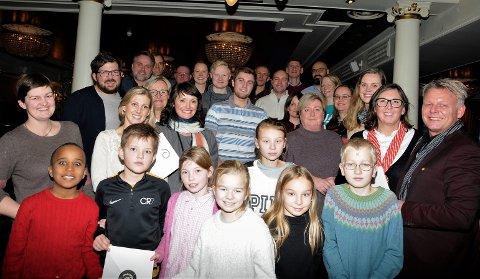 16 mottakere: Her er alle de heldige som fikk gaver under tildelingen som foregikk på Scandic Valdres onsdag ettermiddag.