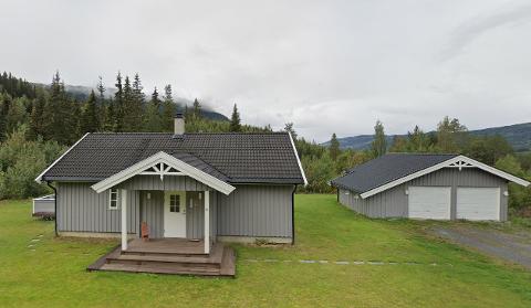 SOLGT: Dette huset i Åbjørsvegen ble solgt for nesten 2,4 millioner kroner.