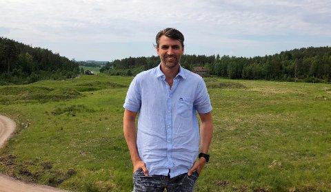 ØDEGÅRDEN: - I løpet av et par år håper vi at alt skal være klart for næringsetablering her, sier Morten Olsen-Nauen. Ødegården ligger ved E18, rett vest for Gulli.