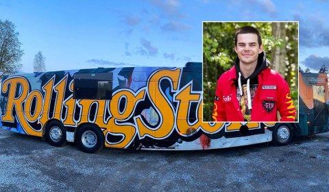 Russerpresident Emil Magnus og resten av bussgjengen fikk ferdigstilt bussen onsdag. - Vi har heldigvis en fleksibel sjåfør, så vi gleder oss til første tur.