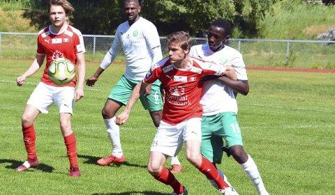 I rødt: Erik Ruud Ramsli (foran) er tilbake hos SIL Fotball.