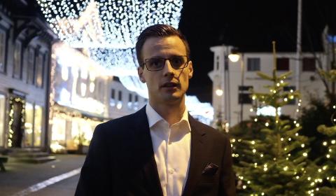 Svein Tore Sinnes leder dagens digitale familiegudstjeneste fra Metodistkirken i Flekkefjord.´