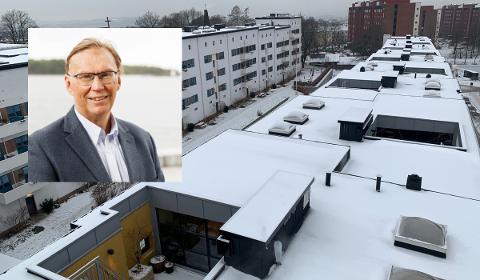 SOLCELLE: Her vil styreleder John Ravlo og beboerene i Funkisgården borettslag bygge solcollepanel. Det er lettere sagt enn gjort.