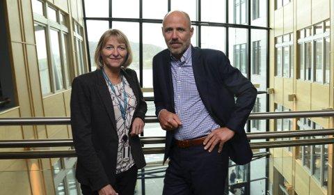 Vurderer budsjettet: Regionbanksjef for privatmarkedet i Trøndelag og Nord-Norge Ragnhild Martinsen og banksjef John-Arne Hansen, leder for Salten relasjon.