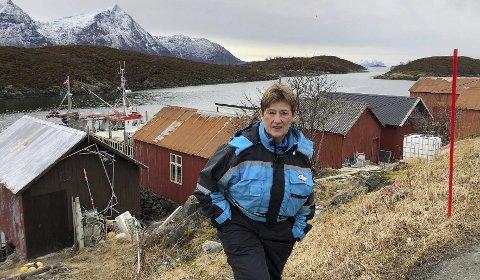 Gir seg: – Mange år som fisker merkes på kroppen. Motet mitt er det fortsatt ikke noe i veien med, men jeg velger å gi meg før de fysiske plagene blir for store, sier Helga Karlsen, en av ytterst få kvinner i Nordland som har drevet som alenefisker. Foto: Øyvind A. Olsen.
