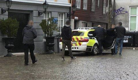 Her blir mannen pågrepet av politiet.