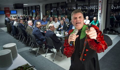 Her underholdt Tommy Sulen nær 300 veteraner fra mer enn 25 klubber på Brann Stadion i 2015.