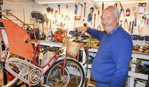 Renoveringsobjekt: Sykkelen fra 1956 er hentet fram for full overhaling i Sykkelbua til Bjørn.