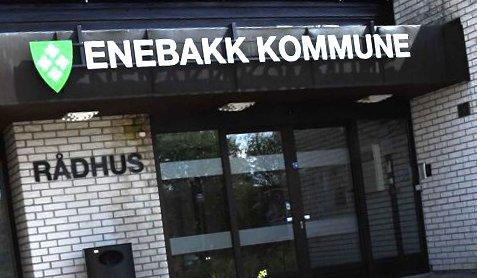 De tre personene som er smittet av koronaviruset holdes i hjemmekarantene, opplyser Enebakk kommune.
